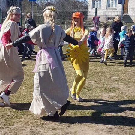 """Šventinis rytmetys lauke bendruomenei """"Pavasaris mums pasakoja"""""""